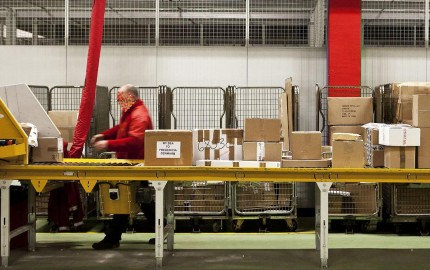 Det virker underligt at Post Danmark ikke forstår at tyverisikre deres produkt: forsendelser af varer ...
