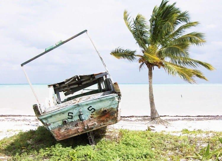 En gammel skude er gået på pension ved Maya-Rivieraen