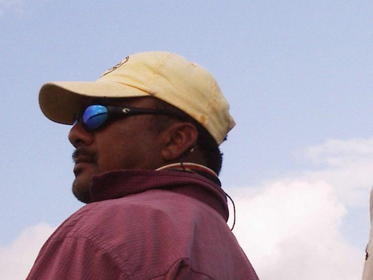 Pedro spejder efter bonefish. På trods af at han ikke havde polaroidbriller på, kunne han alligevel se fiskene før os